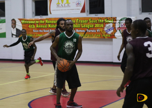 West Gunners' Gerard Vanterpool prepares to dish out the ball in the closing stages of their 100-72 victory over Warrias